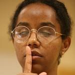 Gennet, la primera sordociega de nacimiento que aprueba una carrera universitaria