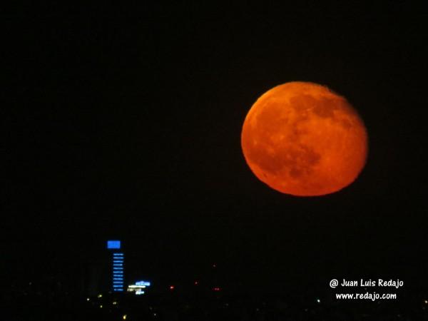 Salida De La Luna Llena Por La Torre Titania Del Corte